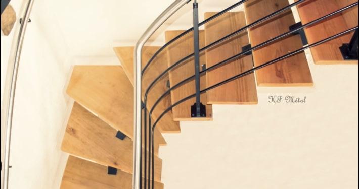 escalier en bois avec rampe en acier et inox