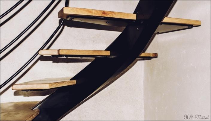 escalier en bois avec limon central en acier