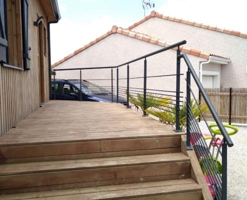 garde-corps terrasse avec motif moderne en acier