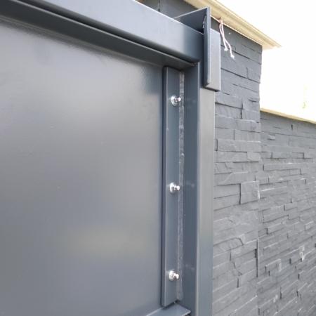 portail coulissant en fer avec système d'ouverture