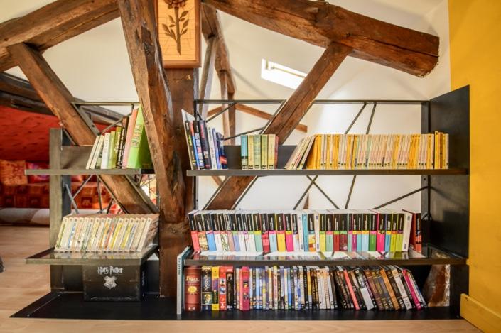 bibliothèque en métal sur mesure avec étagère en acier