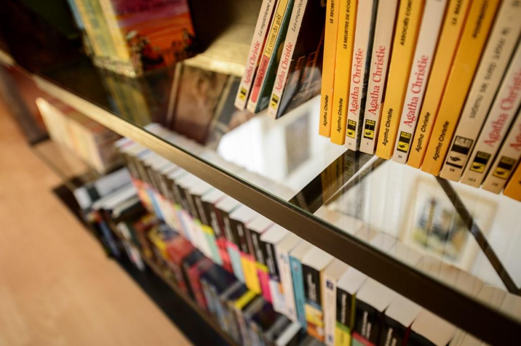 bibliothèque et étagère en verre sur mesure en acier