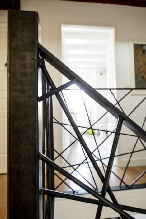 garde-corps maison en métal avec finition brut