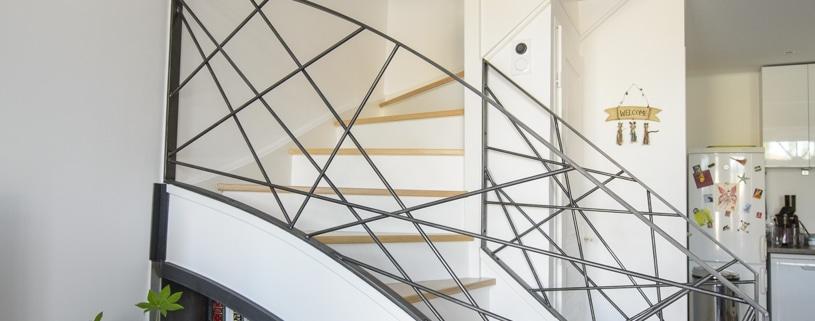 escalier double quart tournant avec limon et rampe en acier