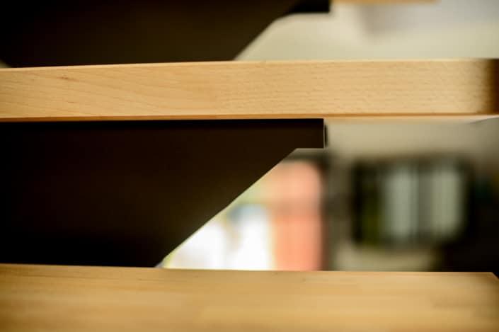 escalier avec marche en hêtre et fixation en acier