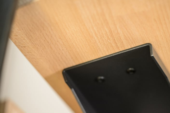 escalier avec marche en bois et fixation haut de gamme en acier