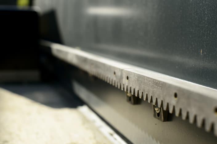 crémaillère pour portail coulissant en métal