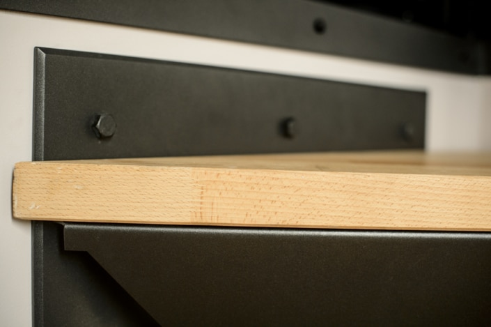 escalier moderne avec fixation en métal