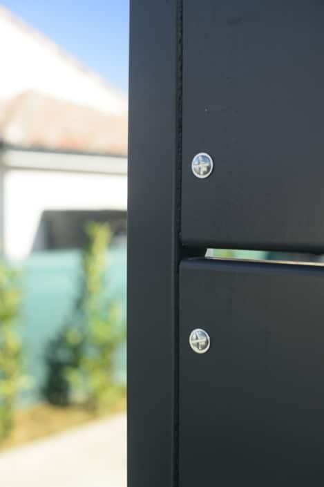 portail coulissant moderne en métal
