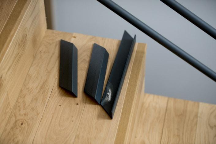 escalier moderne en fer avec marche en bois