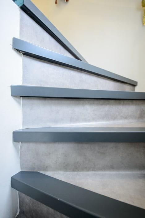 escalier à quart tournant en acier et habillage béton
