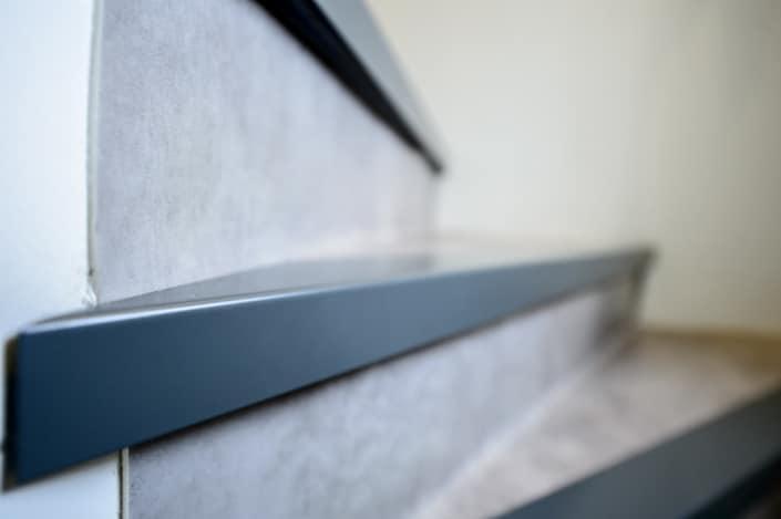 escalier à quart tournant avec habillage béton et et métal