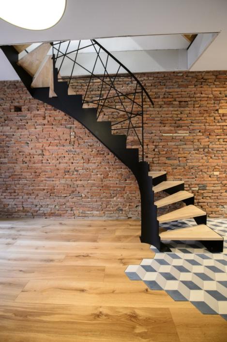 escalier double quart tournant avec limon en acier peint noir
