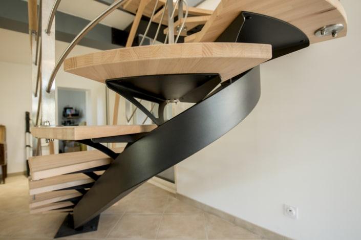 escalier deux quarts tournants et rambarde en bois et acier
