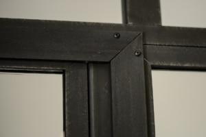 verrière d'intérieur avec contour en acier