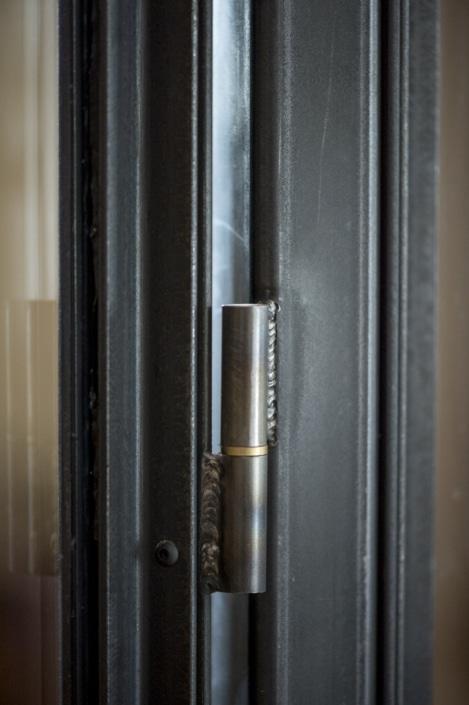 verrière d'intérieur avec porte en acier