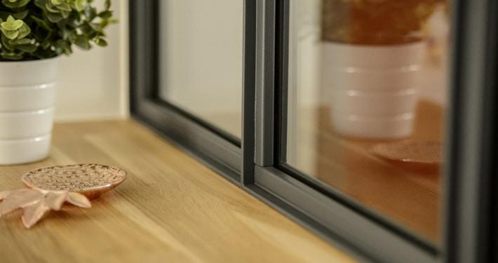 verriere interieur moderne avec cadran en metal