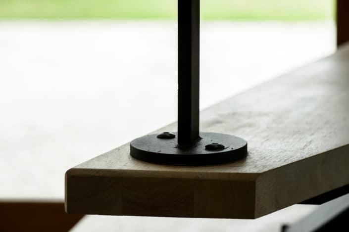 escalier moderne en acier et marche en bois