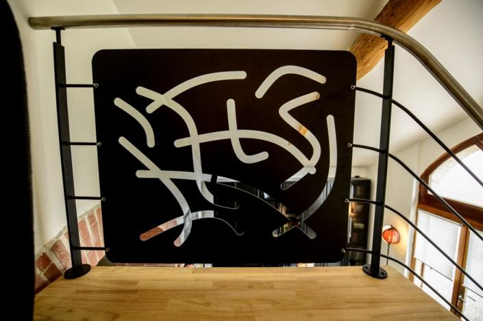 garde-coprs escalier en metal avec motif design