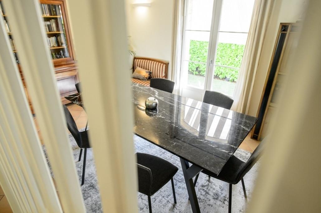 table et chaise de salon en metal design
