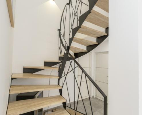 escalier quart tournant en metal marche en bois