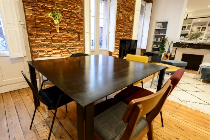 table familiale en metal moderne