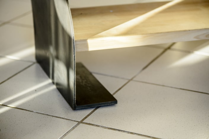 escalier en fer avec marche en bois