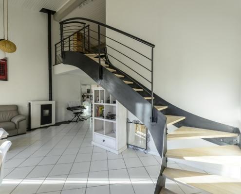 escalier limon lateral en metal