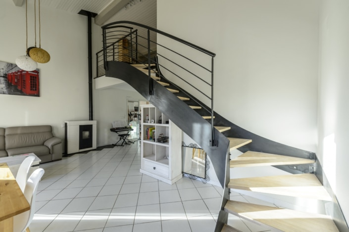 ecalier en fer avec limon lateral design