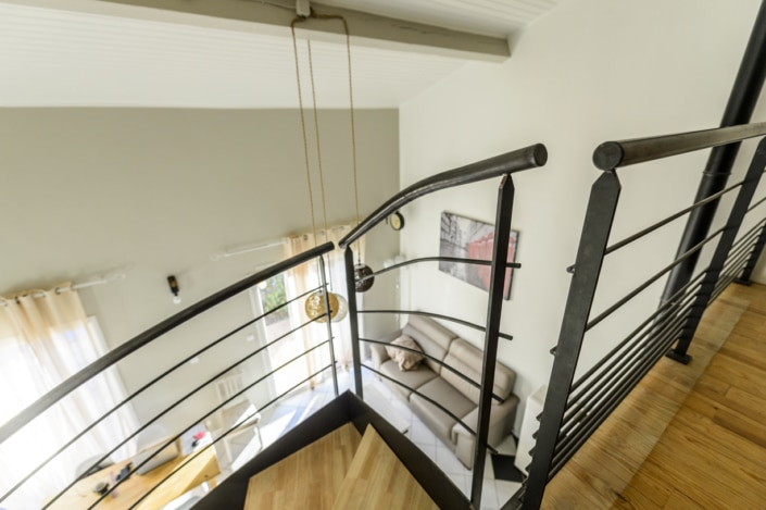 escalier en bois et metal avec rampe