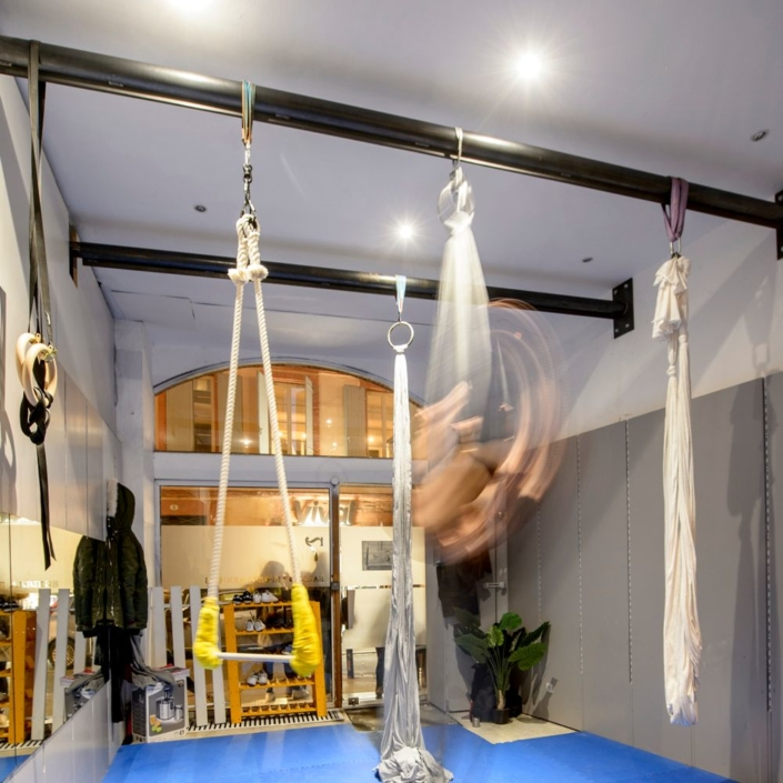 barres en metal plafond