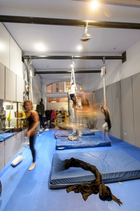 studio de dance avec barre en fer