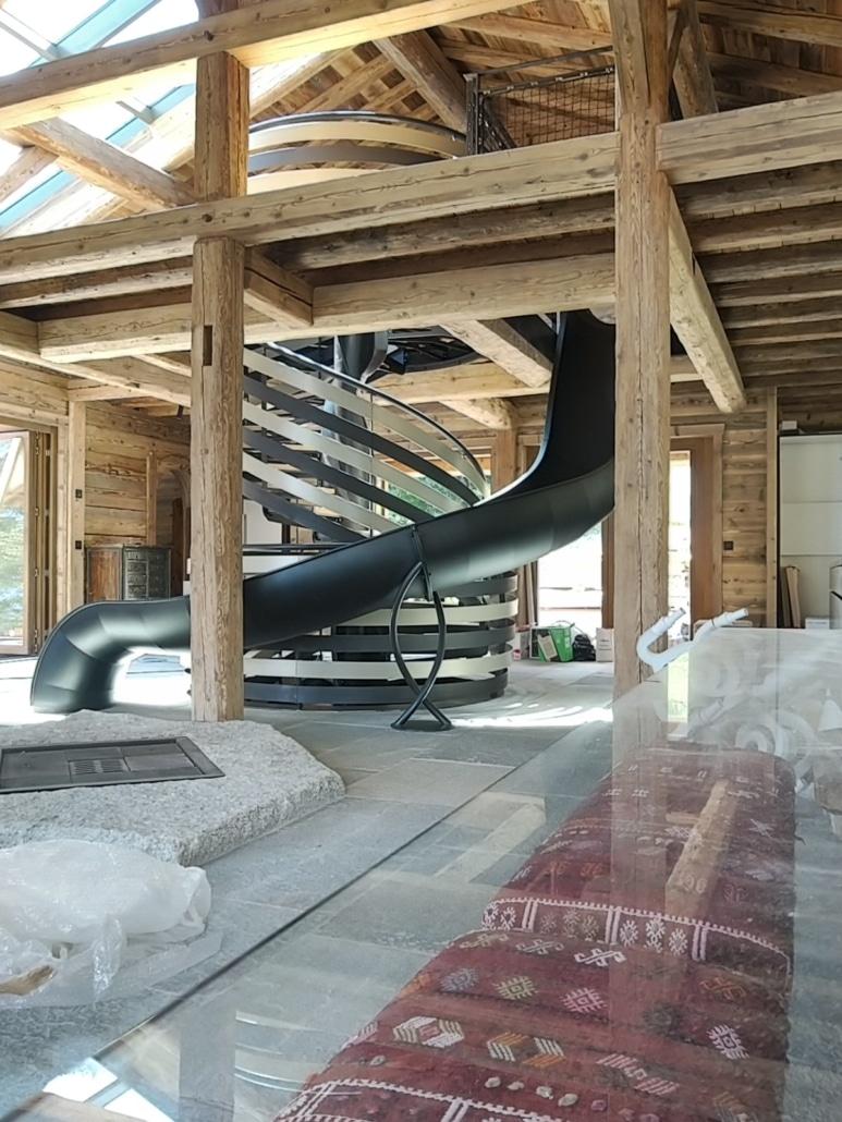 maison avec escalier toboggan moderne