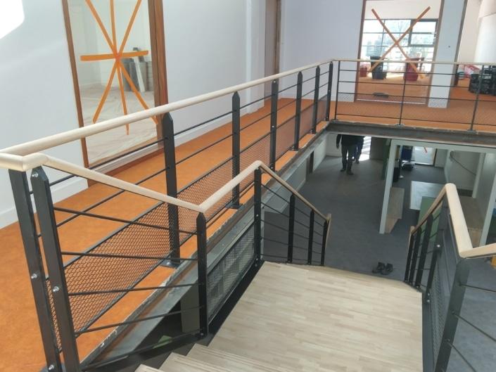 escalier et garde corps metal et bois
