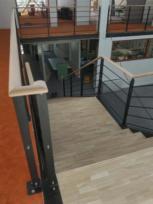 escalier droit en fer avec pallier