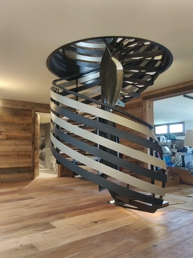 escalier tournant design metal