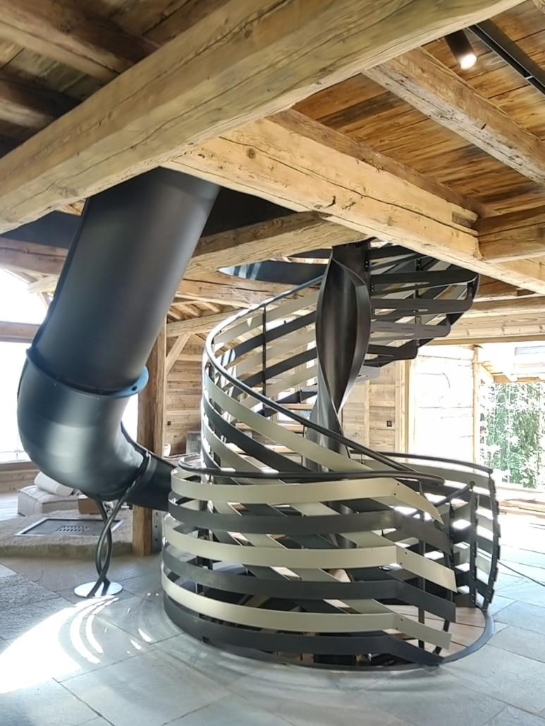 escalier avec toboggan en metal design
