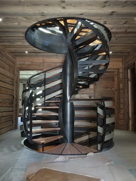 escalier tournant en metal design