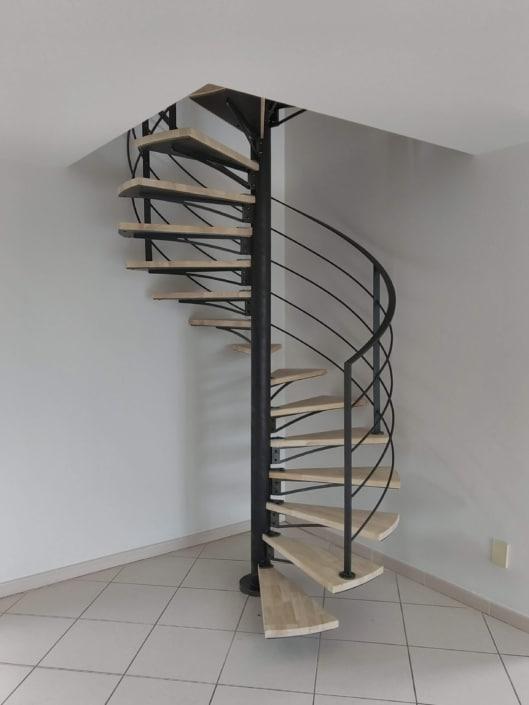 escalier hélicoïdal moderne en métal