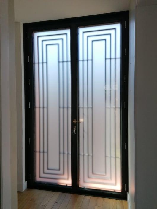 porte d'entrée vitrée en métal