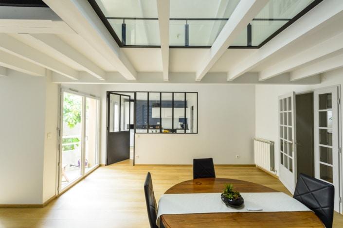 maison moderne avec verrière en fer