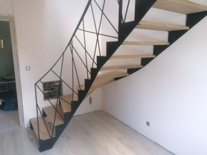 escalier balancé metal et bois