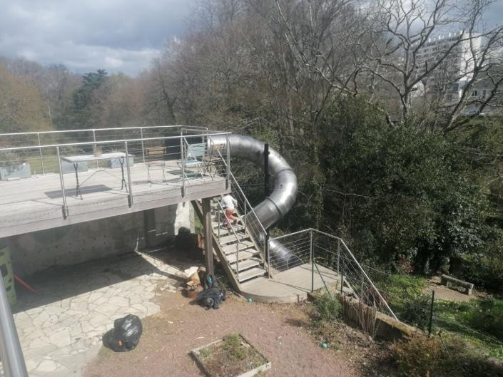 grand escalier toboggan exterieur en fer